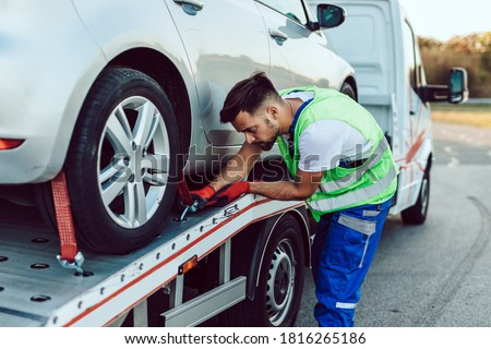 Handsome middle age man working in towing service on the road. Roadside assistance concept. Foto stock ©
