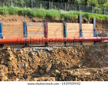 Hang was secured against slipping with steel beams and wooden beams #1439909942