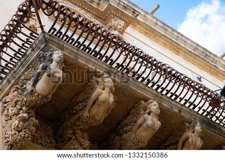 Hanging around in the amazing city of Noto (Sicily) with upturned nose you can admire how barocco stands out even in a balcony with enigmatic anthropomorphic figures.