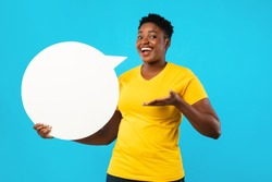 Happy Black Lady Posing With White Speech Bubble Showing Her Opinion And Thoughts Standing Over Blue Studio Background, Smiling To Camera. Feedback, Comment Concept. Mockup