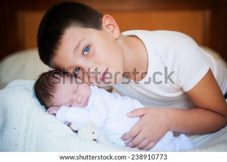 фото брат трахнув старшу сестру