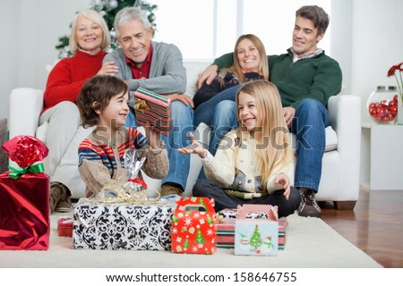 Family Nuidists with Children