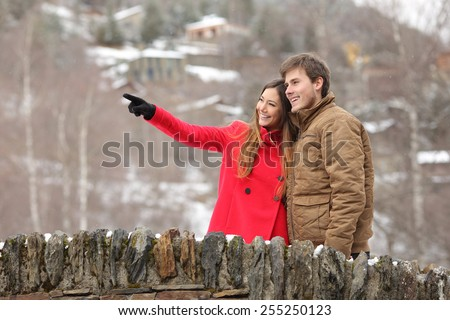 Happy couple of tourists crossing a bridge in winter holidays