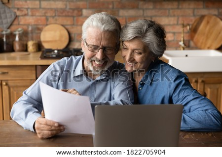 Happy elderly couple read postal paper document satisfied with banking health insurance contract or notice. Smiling mature man and woman consider good news in post paperwork letter correspondence. Foto stock ©