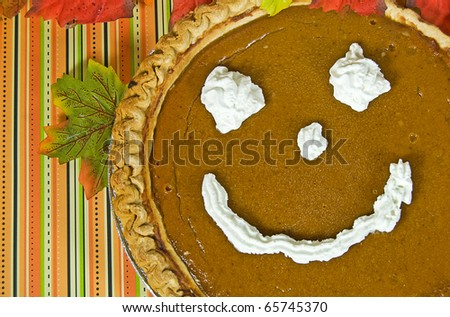 happy face on a Thanksgiving pumpkin pie
