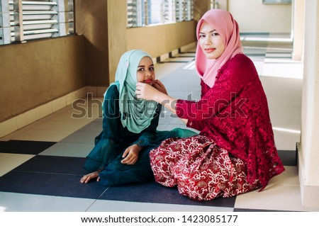 Happy family. Muslim asian woman mother teaching her daughter Duaa (praying to Allah) praying for God.  #1423085177