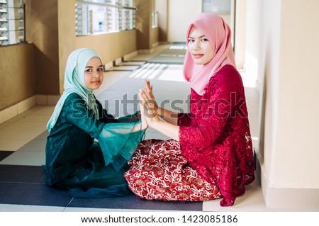 Happy family. Muslim asian woman mother teaching her daughter Duaa (praying to Allah) praying for God.  #1423085186
