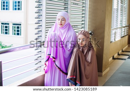 Happy family. Muslim asian woman mother teaching her daughter Duaa (praying to Allah) praying for God.  #1423085189