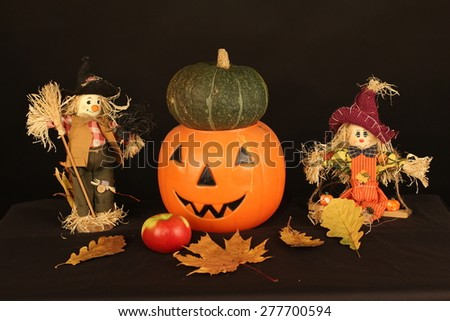 Happy Halloween! / The picture shows two scarecrows and halloween pumpkins.