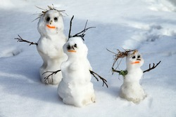 Happy home, out-of-the-box idea. Winter-Spring story of the snowman family snowman-dad, snowman-mom, snowman-child in the melting snow, but blithe