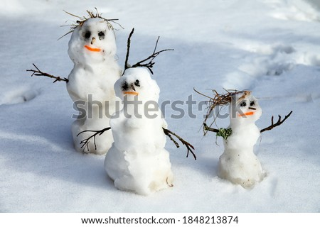 Happy home. Winter-Spring story of the snowman family snowman-dad, snowman-mom, snowman-child in the melting snow, but blithe