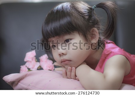 Happy Mother\'s Day. Child is thinking send gift to mother.