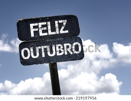 Happy October (In Portuguese) sign with clouds and sky background  Foto stock ©