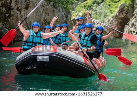 Happy rafting team on the boat with full equipment. Foto stock ©