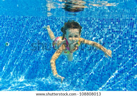 Happy smiling underwater child in swimming pool beautiful - Swimming pool girl christmas vacation ...