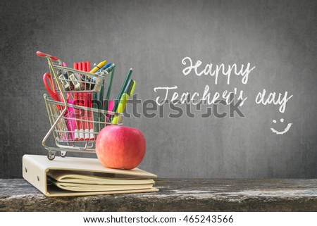 Happy teacher\'s day concept with freehand text message announcement & smiley face on green chalkboard background: Students sending greeting message to school teachers/ academia on special occasion