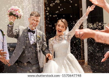 Happy wedding photography of bride and groom at wedding ceremony. Wedding tradition sprinkled with rice and grain Stockfoto ©