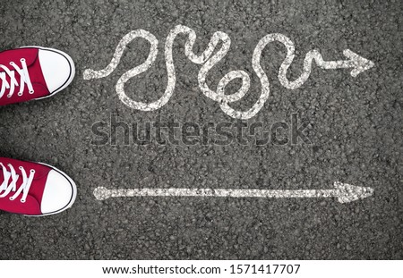 Hard Or Easy Way With Directional Arrows Pointing Two Directions Meaning Difficult And Simple Strategy Foto d'archivio ©