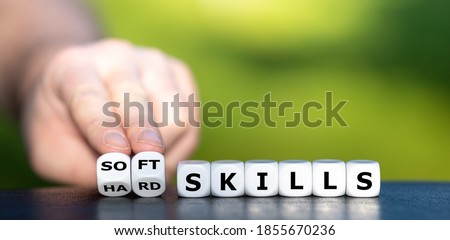 Hard skills versus soft skills. Dice form the expressions 'hard skills' and 'soft skills'. Foto d'archivio ©