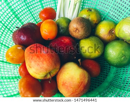Harvest, mix fruits of different varieties and sizes.