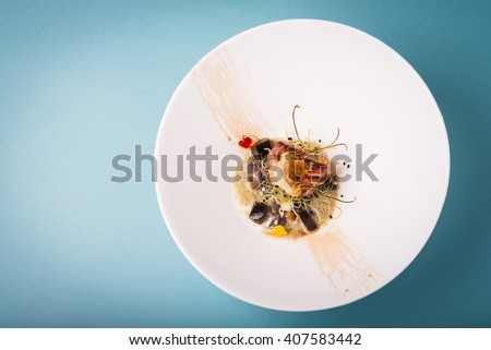 Haute cuisine presentation of tuna with crispy artichoke.