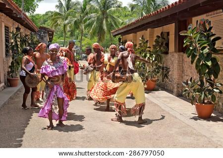 HAVANA - MAY 19: African folk dance in the street by an unknown group of African folk dance on May 19, 2013 in Havana, Cuba