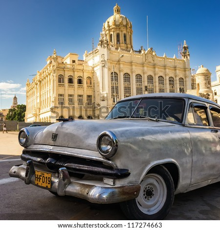 HAVANA-OCTOBER 29:Vintage american car in front of the Museum of Revolution October 29,2012 in Havana.Thousands of these old classic cars are in use in Cuba and have become a touristic attraction