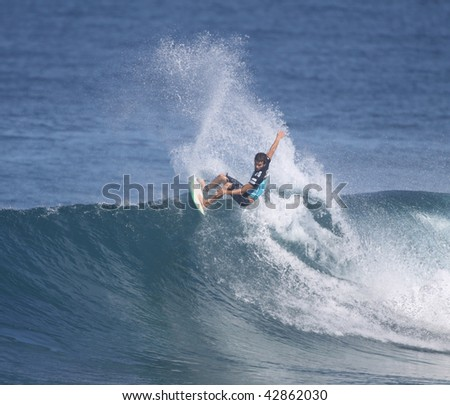 HAWAII- DECEMBER 12: Underdog, Hank Gaskell, competes in the Billabong Pipemasters Dec. 10, 2009 in Hawaii.