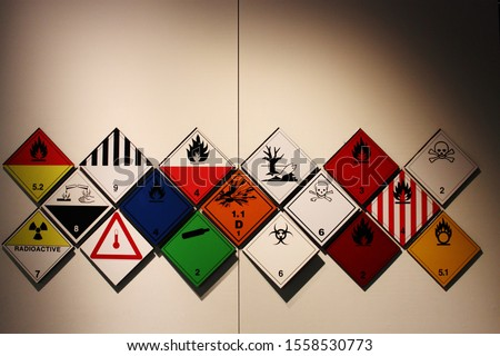 Hazardous symbols. Transportation of dangerous goods symbols and signs and logos. A collection of signs for transporting dangerous goods. Foto stock ©