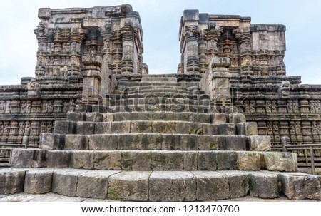 he ancient Indian architecture of Konark Sun temple currently under ruins.This temple is a world heritage site in Konark, India