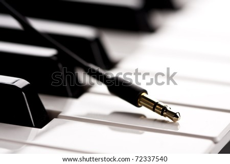 Headphone plug and the electronic piano