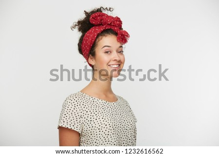 925ff2ce2b153 Headshot of a brown hair lady looking at the camera Images and Stock ...