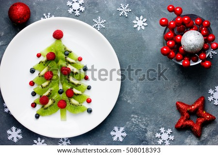 Healthy Christmas dessert snack breakfast for kids - kiwi blueberry raspberry Christmas tree