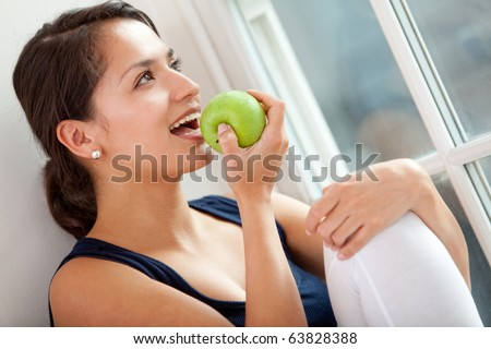 Healthy eating woman biting a green apple