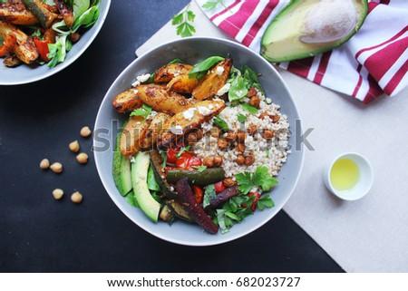 healthy fresh salad with smoked salmon, mango, avocado and tomatoes Zdjęcia stock ©