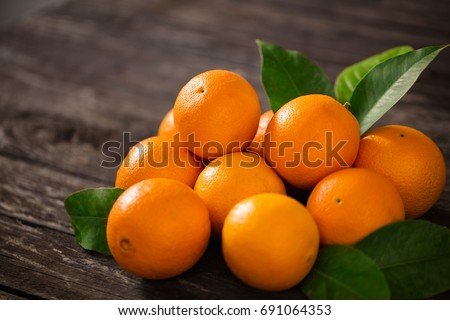 Healthy fruits, orange fruits background many orange fruits - orange fruit background\r