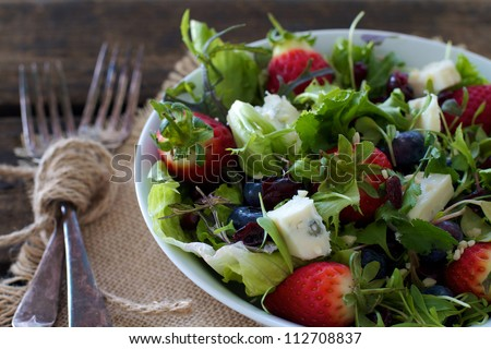 Healthy mixed berry salad