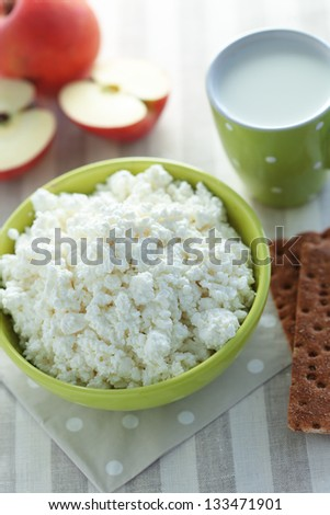 Healthy summer breakfast with fresh cottage cheese, oatmeal and milk