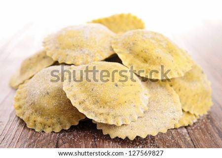 heap of raw italia pasta