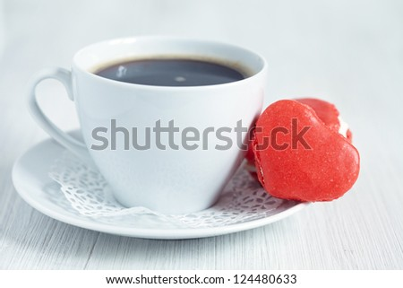 heart shaped mararons with coffee