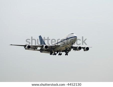 Heavy jumbo jet landing