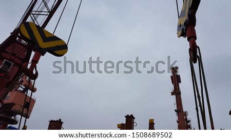 Heavy lift cranes lifting heavy cargo