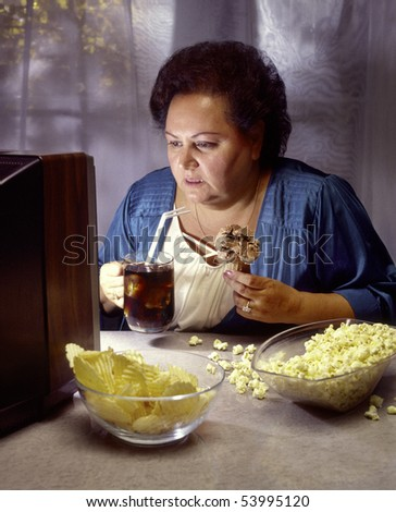 heavy woman watching television while eating