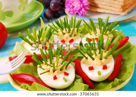 hedgehog from eggs and chives as breakfast for kids