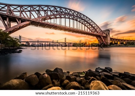 Hell Gate and Triboro bridge at sunset, in Astoria, Queens, New York Stock fotó ©