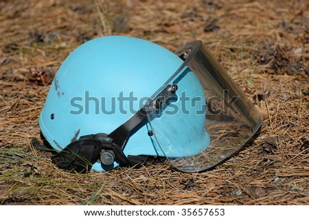 Helmet for mine cleaning
