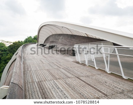 Henderson Waves Bridge Singapore with Undulating Curved Steel and Curved Wood Floor #1078528814