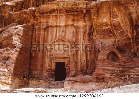 Hicking through Petra's Canyon and Mountains