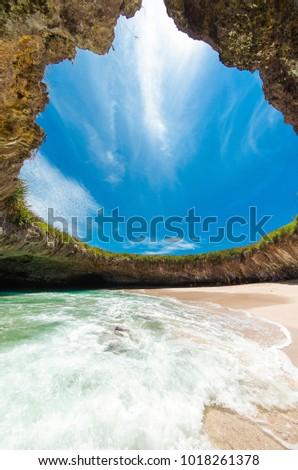 Shutterstock Hidden Beach Islas Marietas Riviera Nayarit, Playa del Amor Puerto Vallarta