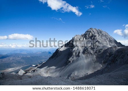 High altitude mountain peaks and peaks